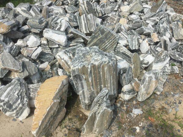 Loại đá chính để làm thác nước hồ cá koi