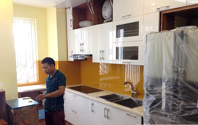 Cách chọn kính ốp bếp đẹp phù hợp với mọi nhà bếp